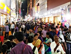 aadi shopping crowd